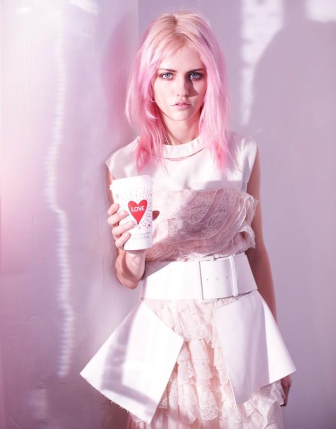 IN LOVE WITH / Charlotte Free and her pink hair